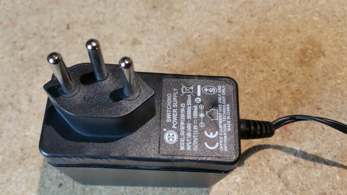 12Volt 1500mA power adapter teardown
