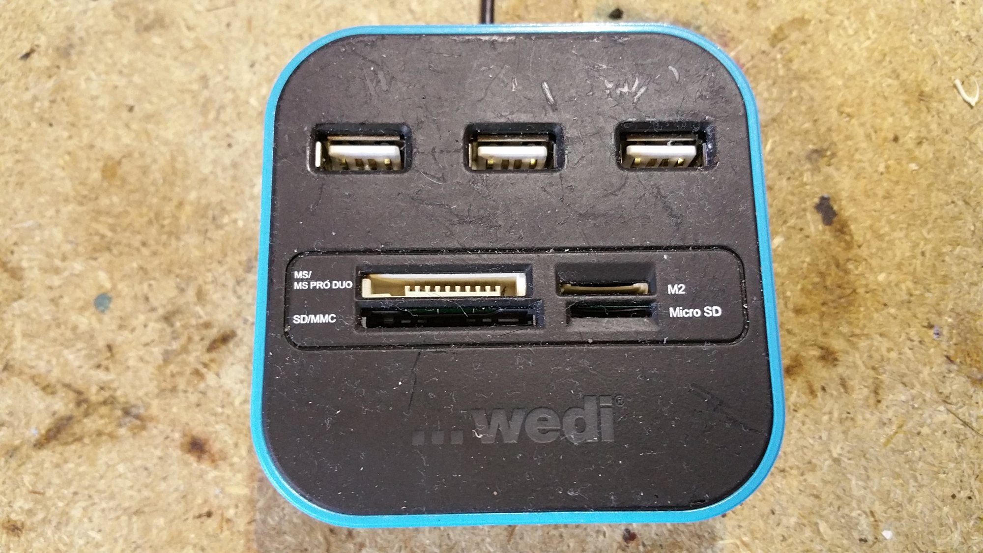 USB hub, card reader